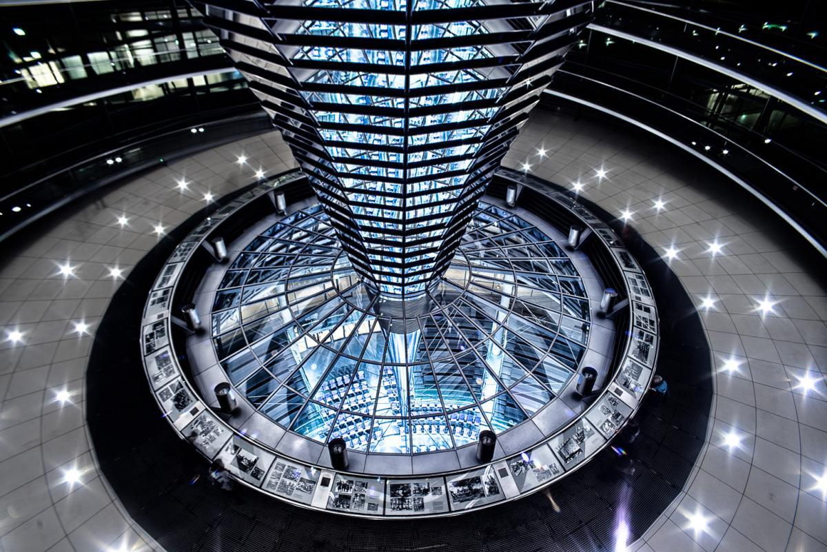Reichstagskuppel-beleuchtet-11-von-13