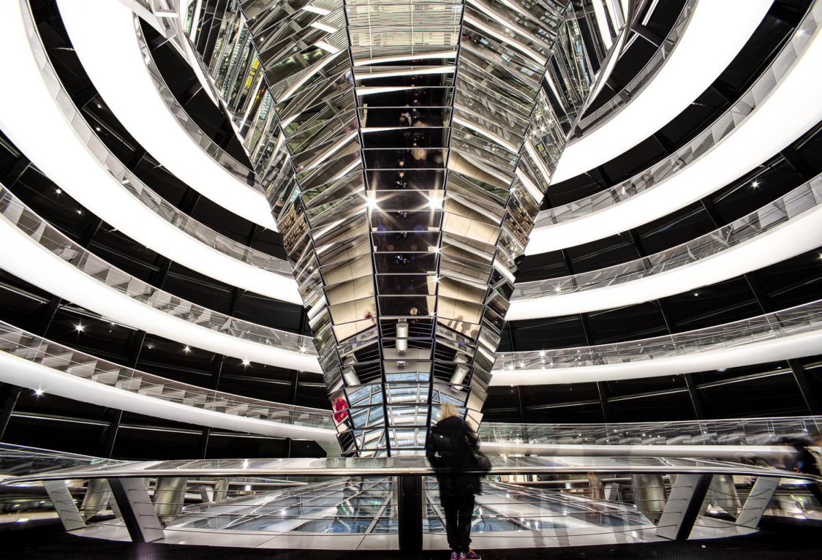 Reichstagskuppel-beleuchtet-2-von-13